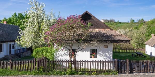 Palóc ház a főutcán (Hollókő)