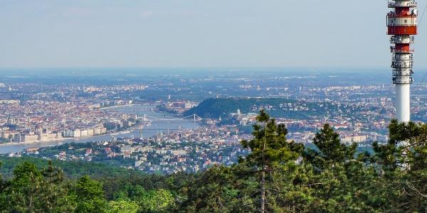 Középen a Gellért-hegy