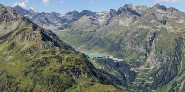 Blick zur Silvretta mit Vermuntstausee