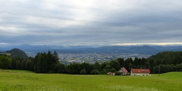 Blick von der Radsberger Landesstraße, auf Höhe Lipica, in Richtung Norden zur Landeshauptstadt