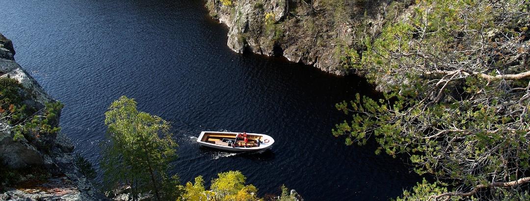 Boat ride at lake Julma Olkky at Hossa National Park