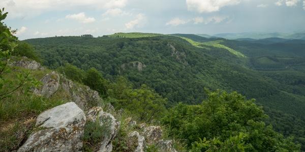 A fennsík déli letörése és a Három-kő a Tar-kőről