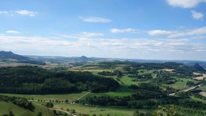 Blick vom Hohentwiel zurück auf die erklommenen Hegauvulkane.
