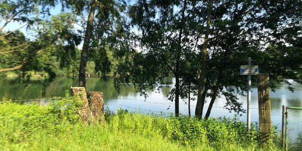 Einer der Seen am Waldweg in Lesterberg