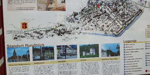 Infotafel zu den Friesacher Sehenswürdigkeiten, nördlich des Deutschhauserwaldes an der Petteneggalle