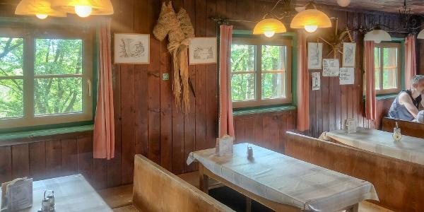 Gemütliche Gaststube der Brandstetterkogel-Schutzhütte