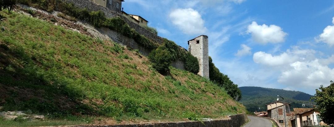 Auffahrt nach Nozzano Castello