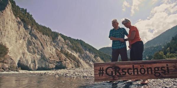 Schön gsi in der Surselva: Füsse baden in der Rheinschlucht