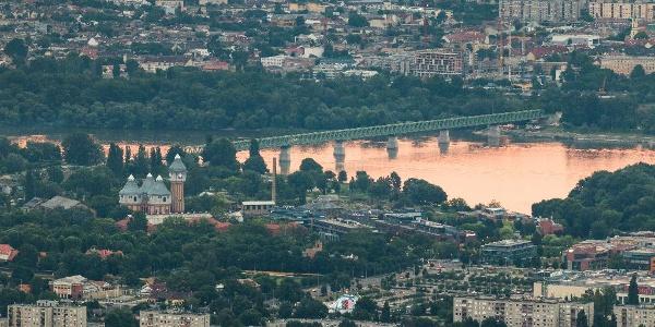 Die Gasfabrik von Budapest und die nördliche Bahnverbindungsbrücke aus dem Guckler Károly-Aussichtsturm