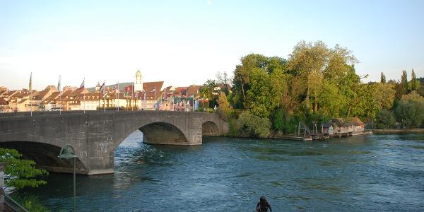 Alte Rheinbrücke mit Inseli