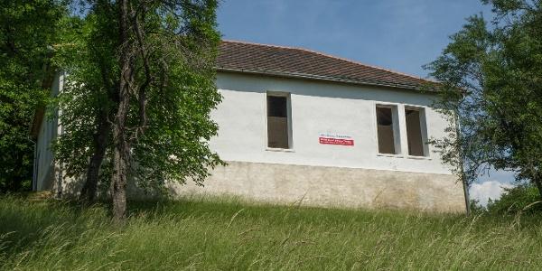 Az újjáépített iskolaépület