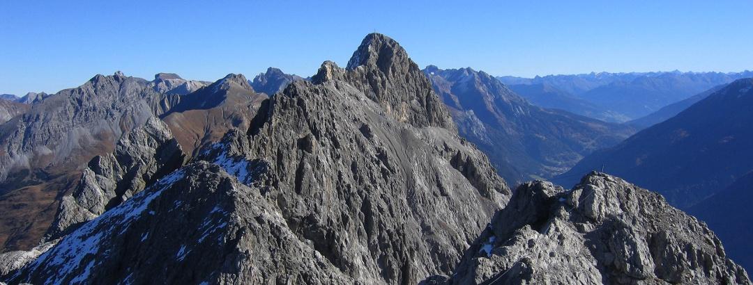 Der Lisungrat und die so genannten Haizähne sind Teilstücke des Arlberger Klettersteiges.
