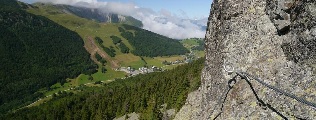 Blick von der Via Ferrata du Grand Bec ins Tal