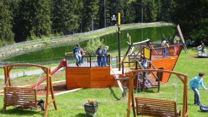 Kinderspielplatz von Terrasse Alpengasthof Enzian
