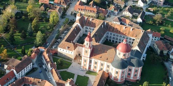 Schloss und Pfarrkirche Pöllau