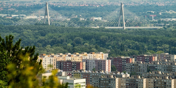 Békásmegyer mögött a Megyeri híd és a Gödöllői-dombság