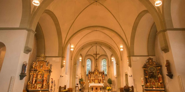 Innenraum der St. Antonius Pfarrkirche zu Fleckenberg