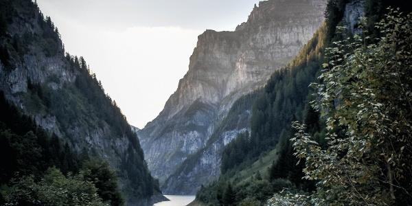 Blick von Sankt Martin über den Gigerwaldstausee