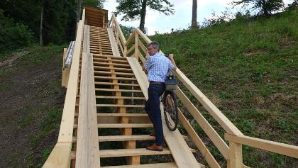 Aktueller Steg am Forggensee-Staudamm für Fußgänger und Radfahrer