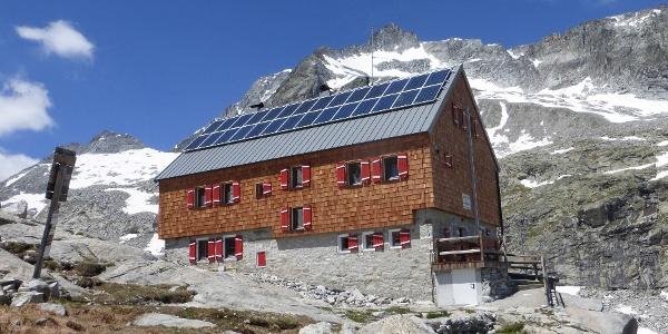 Barmer Hütte mit Hochgall (li.) und Barmer Spitze
