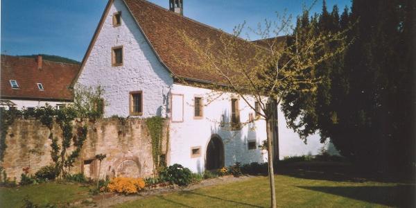Stiftsgarten mit Klosterflügel Klingenmünster