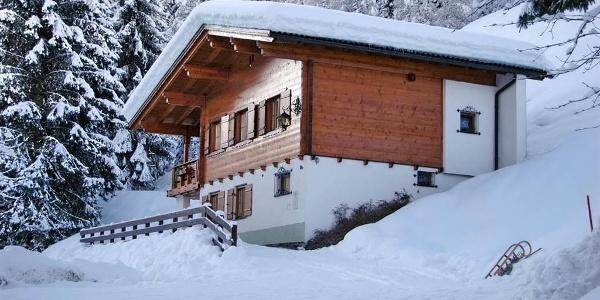 1_Ferienhaus Alpenstern Winteransicht