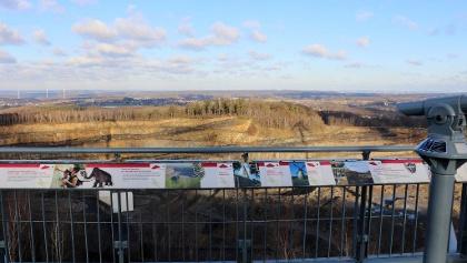 Fantastischer Ausblick von der Aussichtplattform auf der Felsrippe