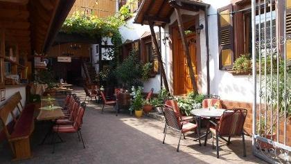 Innenhof der Weinstube FassReiwerle