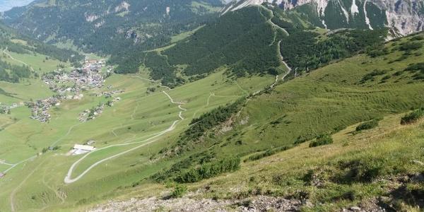 Malbun und Turna mit Zick-Zack-Weg zur Abzweigung oben.