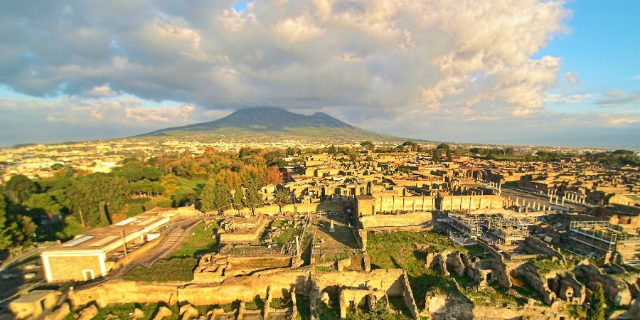 The antique Pompei with the Vesuvius in the background