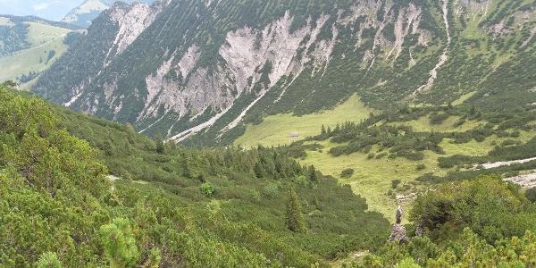Galinaalpe auf dem Abstiegsweg von den Hohen Köpfen aus.