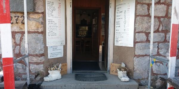 Der Haupteingang der Pfälzerhütte.