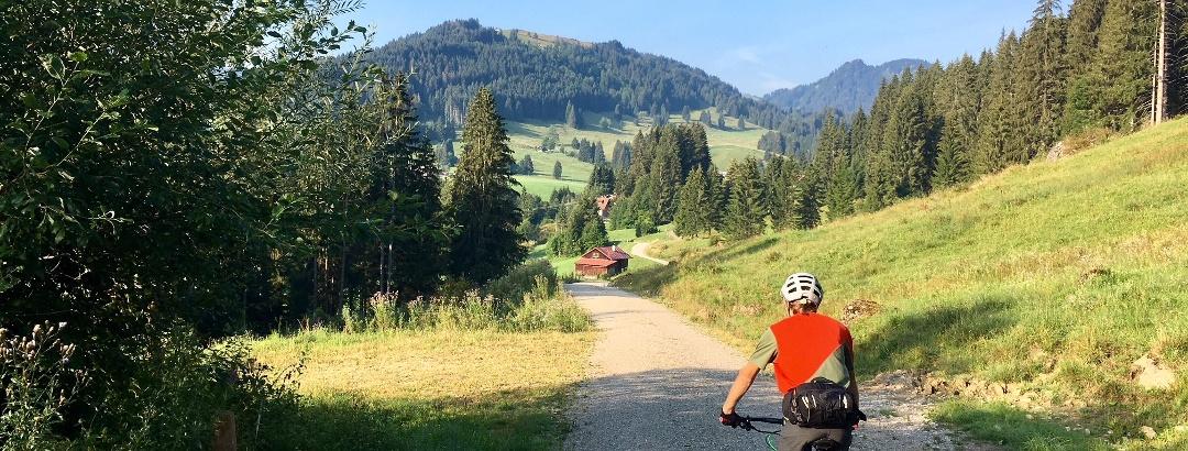 Mountainbike im Gunzesrieder Tal im Allgäu