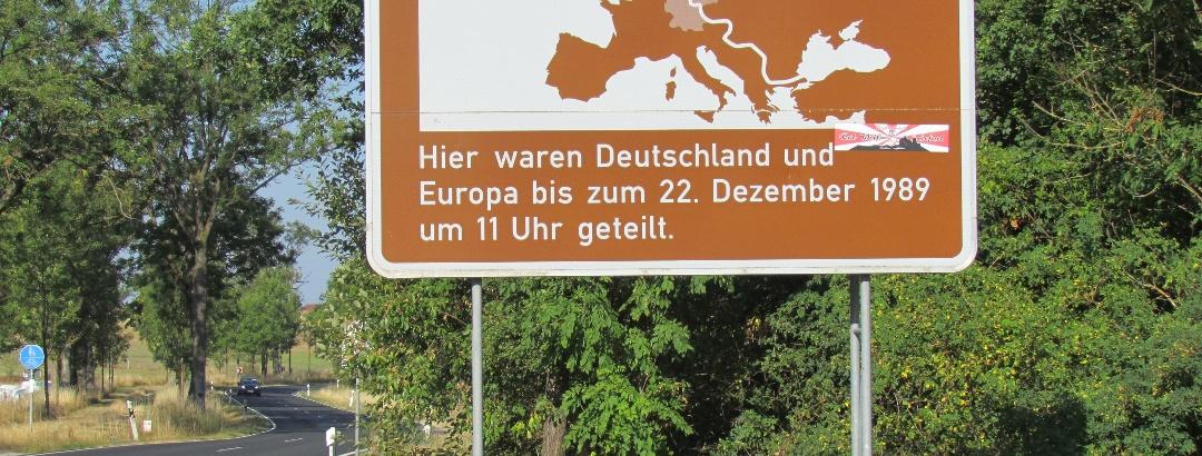 Informationstafel zur innderdeutschen Grenze nahe Andenhausen