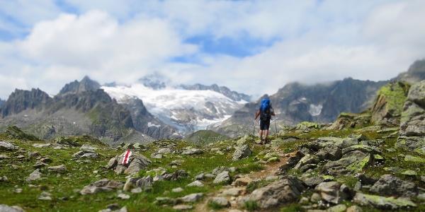 Eine unglaublich imposante Bergwelt öffnet sich bei der Albert-Heim-Hütte.