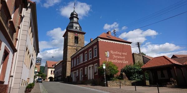 Frankweiler Kirche und Cullmannplatz