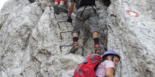 Der Klettersteig beginnt rasant