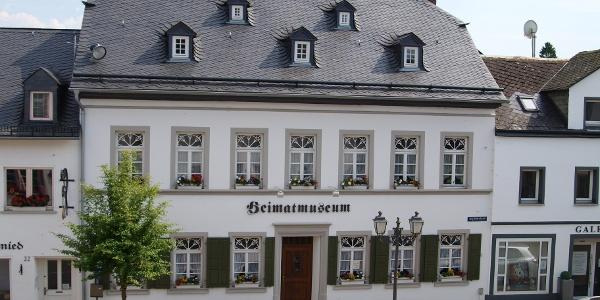 Heimatmuseum Manderscheid_Vulkaneifel-Pfad: VulkaMaar-Pfad: Etappe 1: Manderscheid-Bettenfeld-Meerfeld