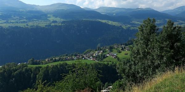 Blick von Andiast nach Waltensburg.