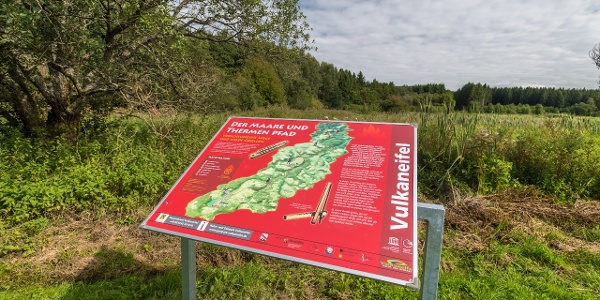 Infotafel_Vulkaneifel-Pfad: Maare-und-Thermen-Pfad (2 Etappen): Ulmen - Lutzerath - Bad Bertrich