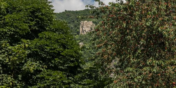 A Kémény-szikla Klastrompuszta fölött