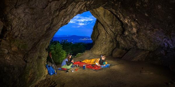 Esti hangulat a Legény-barlangban
