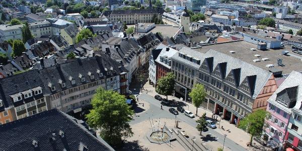 Blick vom Turm der Nikolaikirche über Rathaus und KrönchenCenter in Richtung Unterstadt
