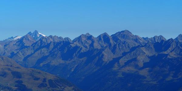 Blick vom Gipfel zum Großglockner