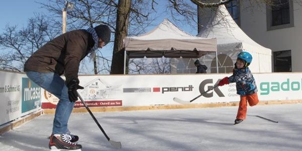 Schloss Eisbahn Gruningen Eissport Outdooractive Com