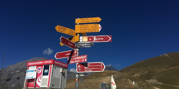 The Rinderhutte cable car station signpost