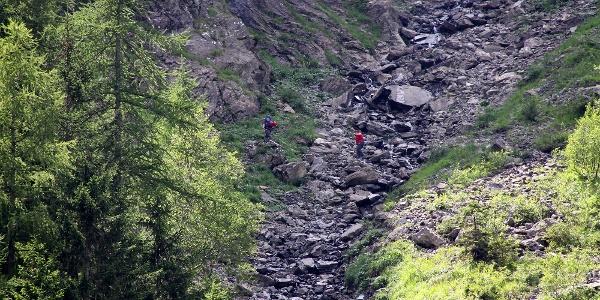 Auf dem Weg zum Einstieg in den Klettersteig Chäligang.