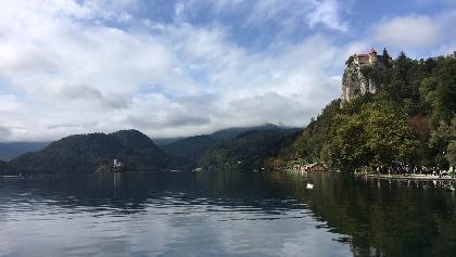 Der Blick nach Westen auf die Burg und die Marieninsel