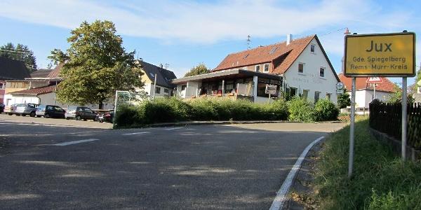 Parkplatz bei der Gemeindehalle in Jux