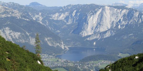 Beim Abstieg nach Sommersberger See mit Blick auf den Altausseer See
